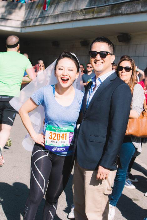 Future marié et son fiancé qui court le Marathon de Paris