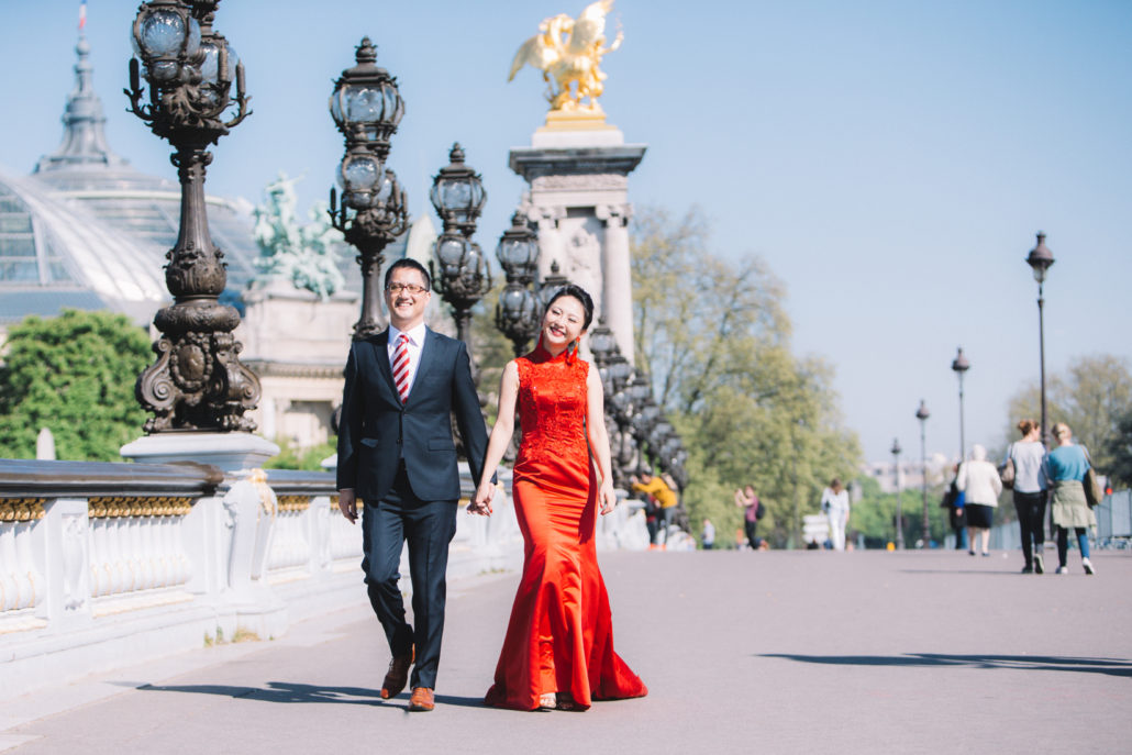 Shooting photo de couple Paris Pont Alexandre 3